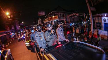 Wali Kota Bogor Bima Arya memimpin patroli gabungan.