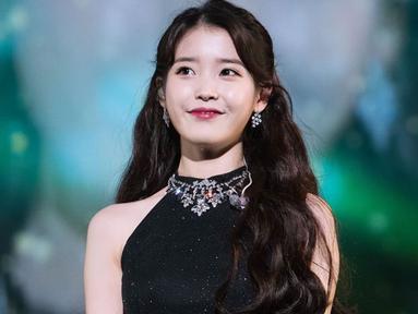 Di awal kariernya, IU mengalami hal yang cukup sulit. Ia berkali-kali ditolak oleh JYP Entertainment dan agensi lainnya. Akan tetapi bakatnya menarik perhatian Loen Entertainment. (Foto: koreaboo.com)