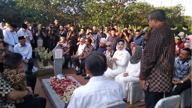 Pemakaman Ani Yudhoyono (Foto: Facebook/@Renanda Bachtar)
