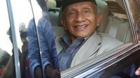 Ekspresi Ketua Dewan Kehormatan PAN Amien Rais usai menjalani pemeriksaan di Polda Metro Jaya, Jakarta, Rabu (10/10). Amien berterima kasih lantaran mendapat sambutan hangat dari kepolisian selama memberikan keterangan. (Liputan6.com/JohanTallo)