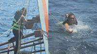 Bikin Haru, Pria Ini Selamatkan 4 Ekor Kucing dari Kapal yang Hampir Tenggelam. (Sumber: Facebook/RoyalThaiNavyFanpage)
