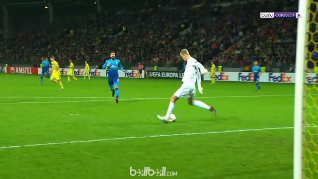 Theo Walcott mencetak gol mudah saat Arsenal Hadapi BATE Borisov. This video is presented by Ballball.