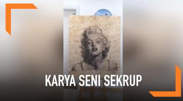 Seorang seniman asal China membuat karya yang menakjubkan. Ia mengebor 9570 sekrup ke papan hingga menghasilkan potret 3 dimensi Marilyn Monroe.