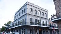 Bangunan yang terletak di New Orleans, Louisiana ini berusia hampir 200 tahun namun tetap kokoh berdiri setelah melalui sejumlah renovasi.