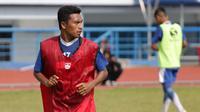 Gelandang Persib U-19,  Sjafril Lestaluhu. (Bola.com/Erwin Snaz)