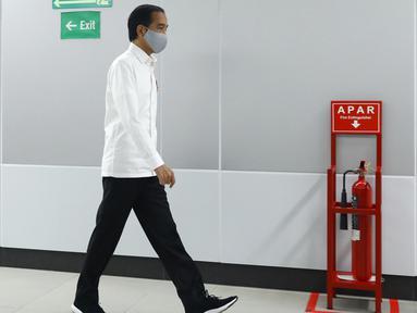 Presiden Joko Widodo atau Jokowi meninjau kesiapan penerapan prosedur standar New Normal di Stasiun MRT Bundaran HI, Jakarta, Selasa (26/5/2020). Jokowi melakukan peninjauan kesiapan penerapan prosedur standar new normal di stasiun tersebut. (Tribunnews/Irwan Rismawan/Pool)