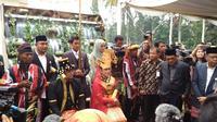 Kahiyang Ayu-Bobby Nasution dan mendapat gelar adat ( foto: media center pernikahan Kahiyang-Bobby