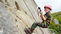 Mendaki gunung ternyata sangat baik untuk anak-anak. Apa saja manfaatnya?