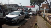 Antrian kendaraan pemudik arus balik via Garut masih tinggi (Liputan6.com/Jayadi Supriadin)