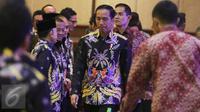 """Presiden Joko Widodo atau Jokowi saat tiba dalam kerja nasional Badan Pengurus Pusat Himpunan Pengusaha Muda Indonesia (Rakernas BPP Hipmi) dan Peluncuran """"Hipmi Go to School 2017 di Jakarta, Senin (27/3). (Liputan6.com/Angga Yuniar)"""