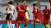 Penyerang Liverpool, Diogo Jota bersama rekan setimnya Fabinho merayakan gol ke gawang Arsenal pada pekan ketiga Liga Inggris di Anfield, Selasa dinihari WIB (29/9/2020). Tertinggal lebih dulu, Liverpool mampu membungkam Arsenal dengan skor 3-1. (Jason Cairnduff/Pool via AP)