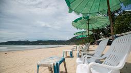 Sebuah pantai yang kosong di Phuket, Thailand (13/9/2020). Pusat Administrasi Situasi COVID-19 Thailand pada Senin (28/9) mengatakan pihaknya akan mengizinkan lebih banyak kategori warga asing masuk ke Thailand mulai Oktober mendatang dan seterusnya. (Xinhua/Zhang Keren)