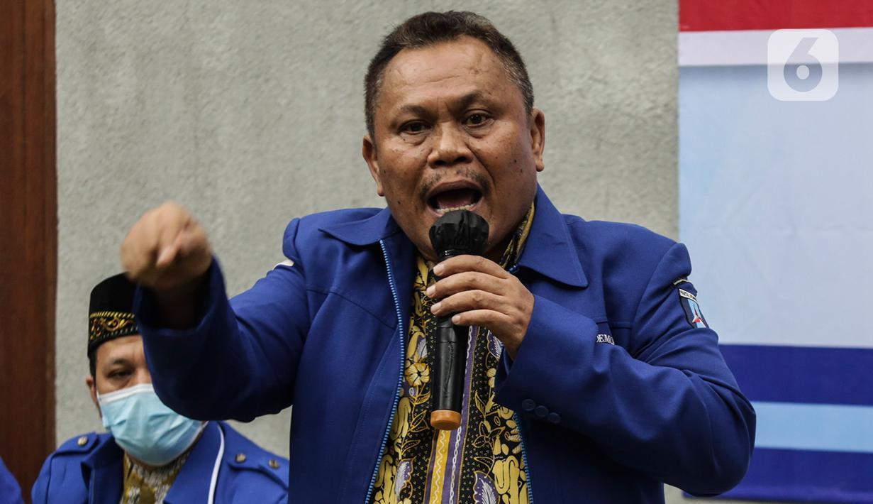 Sekjen Partai Demokrat versi KLB Jhonny Allen memberikan keterangan pers terkait urgensi KLB Sibolangit di Jakarta, Kamis (11/3/2021). Dalam keterangannya Jhonny mengatakan pengurus versi KLB akan melaporkan AHY ke kepolisian atas dugaan pemalsuan mukadimah AD/ART partai. (Liputan6.com/Johan Tallo)