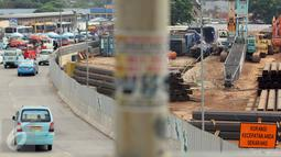 Sejumlah angkutan umum menunggu penumpang di kawasan Lebak Bulus, Jakarta, Kamis (23/7/2015). Kondisi jalan di Jakarta diprediksi akan normal pada 27 Juli mendatang pasca cuti bersama libur Lebaran selesai. (Liputan6.com/Helmi Afandi)