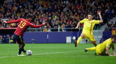 Penyerang Timnas Spanyol, Gerard Moreno mencetak gol ketiga untuk timnya ke gawang Rumania pada matchday ke-10 Grup F Kualifikasi Piala Eropa 2020 di Wanda Metropolitano, Senin (18/11/2019). Spanyol berhasil menggasak Rumania 5-0. (AP Photo/Manu Fernandez)