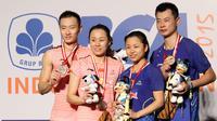 Ganda campuran Tiongkok Xu Chen/Ma Jin (Biru) memenangi gelar ganda campuran BCA Indonesia Open Superseries Premier 2015 (Humas PP PBSI)