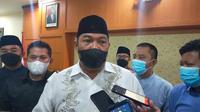 Kepala Kejaksaan Negeri Garut Sugeng Hariadi memberikan keterangan di depan wartawan, dalam perkara kasus korupsi pembangunan Pasar Leles Garut. (Liputan6.com/Jayadi Supriadin)