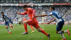 Barcelona berhasil membungkam Espanyol dua gol tanpa balas di laga pekan ke-33 La Liga Spanyol yang berlangsung di Estadi Cornelle-El Prat, Sabtu (25/4/2015) malam WIB.
