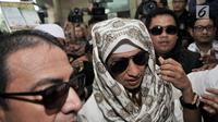 Habib Bahar bin Smith tiba di Gedung Bareskrim Polri Jakarta, Kamis (6/12). Habib Bahar diperiksa sebagai saksi terlapor terkait kasus video ceramah yang diduga menghina Presiden Jokowi dan viral di media sosial. (Merdeka.com/ Iqbal S. Nugroho)