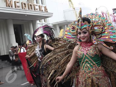 Parade seni budaya menuju Gedung Merdeka, Bandung, Jawa Barat, Rabu (1/6/2016). Kegiatan ini untuk memperingati momen bersejarah bangsa Indonesia yakni lahirnya Pancasila dan pidato Bung Karno, Presiden Indonesia Pertama. (Liputan6.com/Faizal Fanani)
