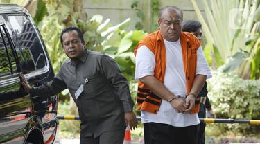Kontraktor, Muhammad Yamin Kahar tiba untuk menjalani pemeriksaan perdana pasca penahanan oleh penyidik di Gedung KPK, Jakarta, Senin (10/2/2020). Yamin Kahar diperiksa sebagai tersangka terkait suap proyek Jembatan dan pembangunan Masjid Solok senilai Rp 69,8 miliar. (merdeka.com/Dwi Narwoko)