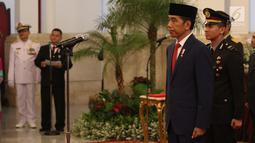 Presiden Joko Widodo atau Jokowi memberikan gelar tanda kehormatan di Istana Kepresidenan. (Liputan6.com/Angga Yuniar)