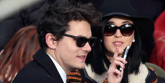 Meskipun sudah berpisah lama, bukan berarti rasa cinta dan sayang itu akan sirna begitu saja. Terbukti pada Katy Perry yang putus sudah lama dengan John Mayer, namun ternyata masih memiliki perasaan cinta. (AFP/Bintang.com)