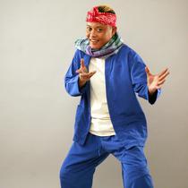 Untuk lebih banyak menarik anak muda, komedian Sule memanfaatkan putranya, Rizky Febian terlibat didalamnya. Apalagi saat proses syuting film itu, nama penyanyi Kesempurnaan Cinta itu sedang menjadi idola para anak muda. (Nurwahyunan/Bintang.com)
