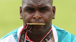 Medali emas yang diraih Arnoldus Gawai Kaize adalah medali emas pertama yang diraih kontingen Papua dari cabang atletik menjelang berakhirnya Pesta Olahraga empat tahunan, PON XX Papua. (PB PON XX Papua/Ady Sesotya)