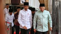 Presiden Joko Widodo tiba menghadiri buka puasa bersama di Rumah Dinas Ketua DPR Bambang Soesatyo di Kawasan Widya Chandra Jakarta, Senin (13/5). Buka Puasa tersebut juga di Hadiri Tokoh Politik dan Petinggi Lembaga Negara. (Liputan6.com/Johan Tallo)