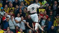 Penyerang Manchester United, Romelu Lukaku berselebrasi usai mencetak gol ke gawang Watford pada pertandingan lanjutan Liga Inggris di stadion Vicarage Road, Inggris (15/9). MU menang tipis 2-1 atas Watford. (AP Photo/Frank Augstein)