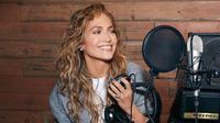 Jennifer Lopez merancang sendiri desain tasnya saat berkolaborasi dengan Coach. (dok. Instagram @coach/https://www.instagram.com/p/CFzuWv4g3QJ/)