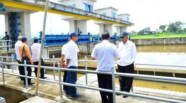 Menteri PUPR Basuki Hadimuljono saat meninjau Bendungan Copong, Garut. (Dok Kementerian PUPR)