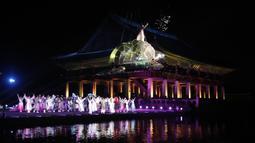 Aktor tampil selama Festival Budaya Kerajaan di Istana Gyeongbok, Seoul, Korea Selatan, Rabu (14/10/2020). Festival warisan budaya selama sebulan yang mengeksplorasi istana dan budaya kerajaan Korea Selatan dimulai pada 10 Oktober 2020. (AP Photo/Ahn Young-joon)