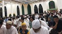 Suasana sholat tarawih di Masjid Agung Syuhada Mamuju pada Ramadan 1440 H yang lalu (Abdul Rajab Umar/Liputan6.com)