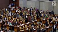 Suasana sidang paripurna pengesahan Peraturan Pemerintah Pengganti Undang-Undang Nomor 2 Tahun 2017 tentang Perppu Ormas di gedung Parlemen, Jakarta, Selasa (24/10). DPR resmi Mengesahkan Perpu Ormas melalui Voting. (Liputan6.com/Johan Tallo)