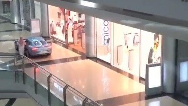belanja di mall naik mobil