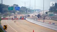 Suasana pembangunan Jalan Tol Serpong-Cinere yang melintasi wilayah Serpong (Jombang), Serua, Ciputat, Pamulang, dan Pondok Cabe/Cinere di Tangerang Selatan, Selasa (31/3/2020). (merdeka.com/Dwi Narwoko)