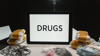 Kurir Narkoba Ditangkap Polisi Saat Asyik Ngopi di Warung