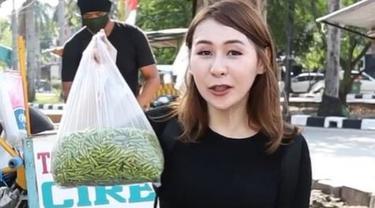 Makan Tahu Gejrot dengan 130 Cabai, Food Vlogger Indonesia Disorot Media Asing