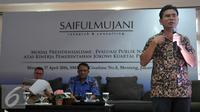 Direktur SMRC, Djayadi Hanan mengungkapkan 80 persen warga menilai Jokowi sudah berada di trek yang benar dan merupakan sentimen positif tertinggi dalam 5 tahun terakhir, Jakarta, Minggu (17/4/2016). (Liputan6.com/Johan Tallo)