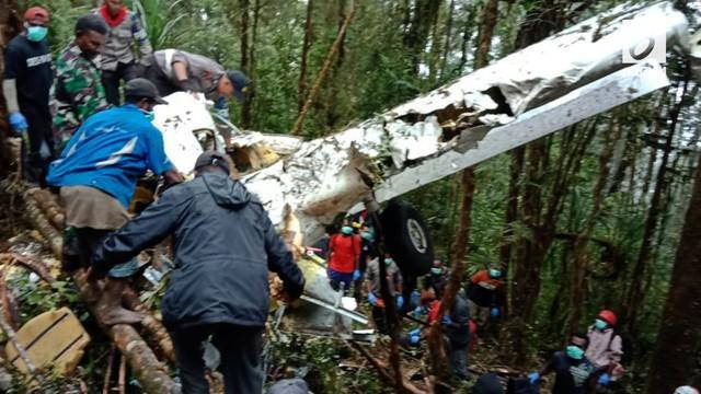 Jatuhnya pesawat Demonim Air PH-HVQ di pegunungan Bintang, tim gabungan dan warga berhasil menemukan lokasi jatuhnya pesawat. Hanya 1 orang yang selamat dari kecelakaan tersebut.