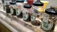 Beberapa varietas kopi unggulan tanah air yang disajikan di cafe Sunda Hejo, Kadungora, Garut, Jawa Barat, siap memenuhi permintaan para pengunjung (Liputan6.com/Jayadi Supriadin)