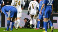 Eden Hazard pernah dikartu merah gara-gara menyerang ballboy. (AFP / ANDREW YATES)