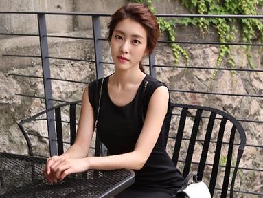 Jo Eun Jung dan So Ji Sub pertama kali bertemu dalam sebuah wawancara di salah satu stasiun televisi. Pihak manajemen So Ji Sub pun telah membenarkan hubungan keduanya. (Liputan6.com/Twitter/@OGNEunJung)