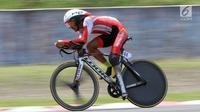 Atlet ParaCycling, M Fadli Immamuddin saat laga di nomor Individual Time Trial C4 Asian Para Games 2018 di Sirkuit Sentul Bogor, Senin (8/10). M Fadli menyelesaikan lima putaran lomba dengan waktu 28 menit 21,835 detik. (Liputan6.com/Helmi Fithriansyah)