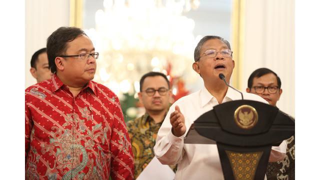 Pemerintah membuka peluang bagi investor asing untuk secara penuh menguasai beberapa bidang usaha di Indonesia. Terdapat 35 bidang usaha yang dikeluarkan dari DNI. Artinya, bidang usaha ini boleh 100% dikuasai investor asing.
