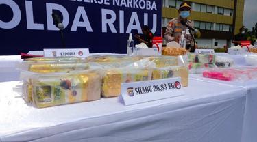 Barang bukti narkoba berupa 26 kilogram sabu sitaan Polda Riau.
