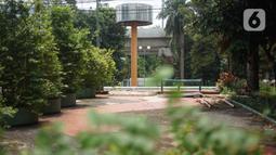 Kondisi Taman Martha Tiahahu di kawasan Blok M, Jakarta, Selasa (18/2/2020). Keasrian dan kenyamanan taman yang memiliki luas 20.960 meter persegi tersebut dinilai terbengkalai dan tak layak menjadi taman kota karena tidak terawat. (Liputan6.com/Immanuel Antonius)