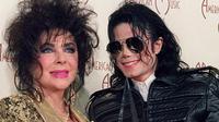 Sebuah fakta mengejutkan terungkap, Michael Jackson dikabarkan memiliki hubungan khusus dengan Elizabeth Taylor. Benarkah itu?